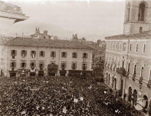 """Mussolini in visita a Palazzo Mazzancolli, la """"Casa del fascio"""""""