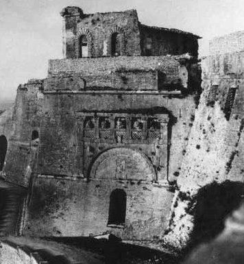 Perugia si vendica: demolita la Rocca Paolina
