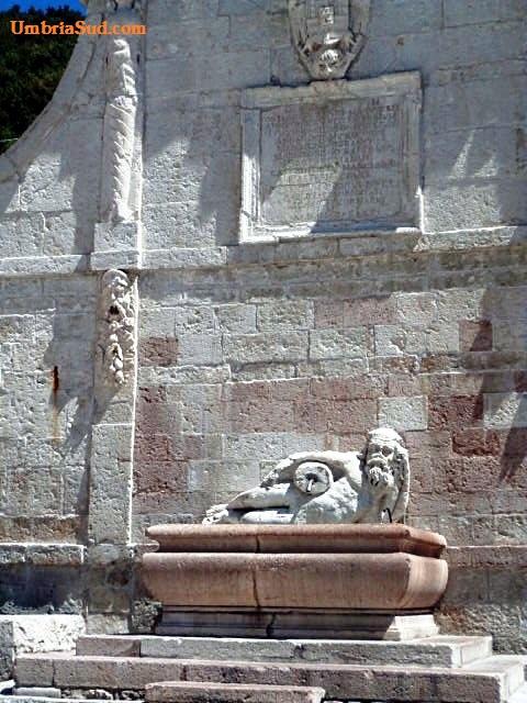La fontana sulla piazza di Polino (part.) Terni